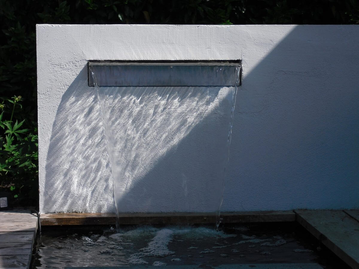 Tuinaanleg Badhoevedorp waterval beton