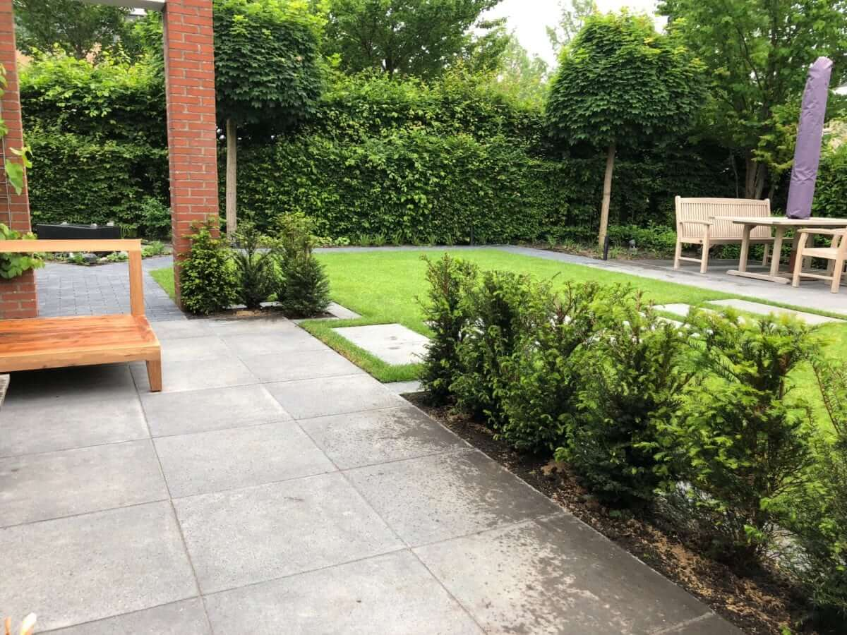 Hoveniersbedrijf tuinontwerp betontegel