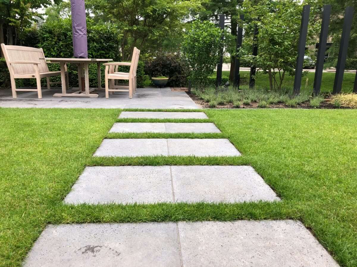 Betontegels gras stapstenen aanleg