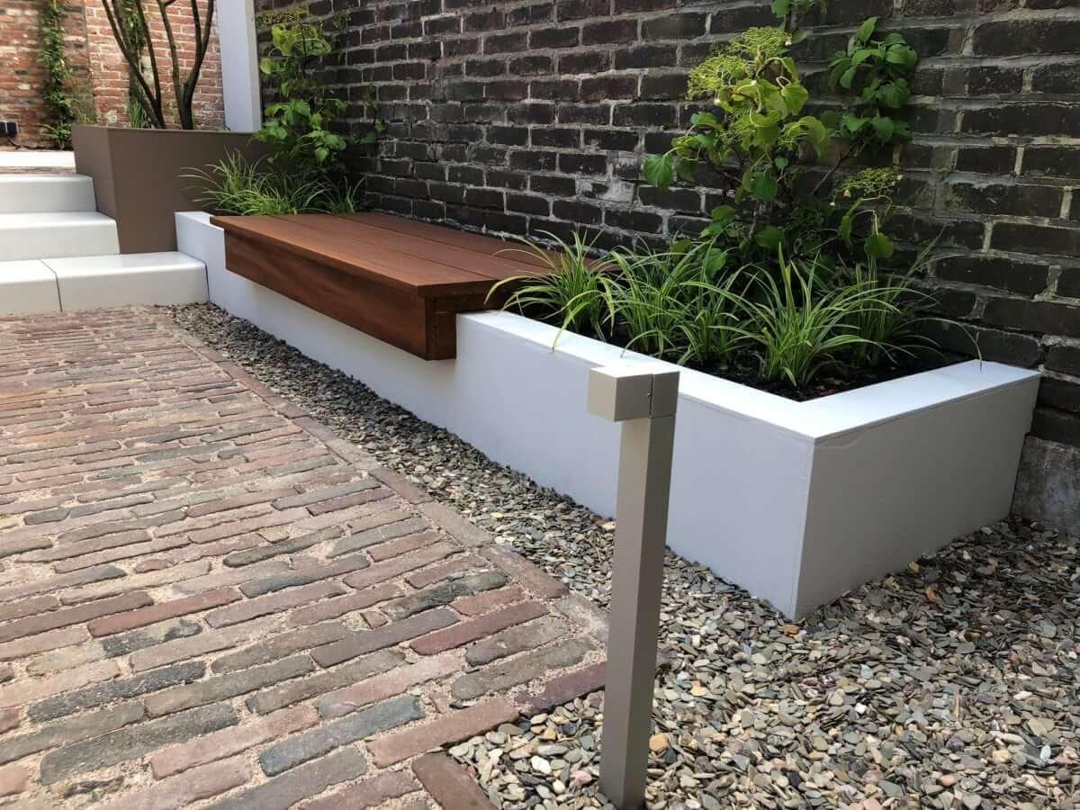 plantenbak bank hardhout tuinaanleg Amsterdam