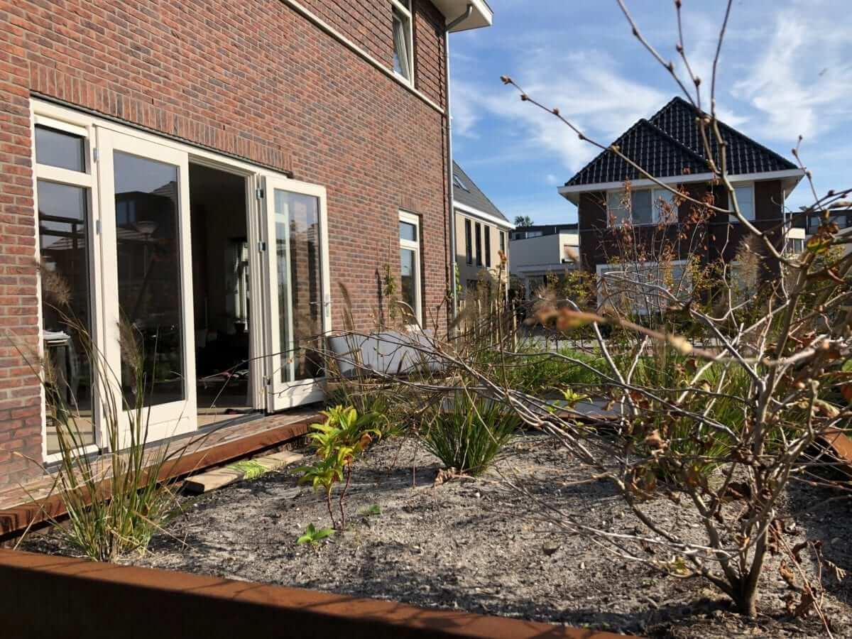 Cortenstaal plantenbak tuinaanleg Amstelveen