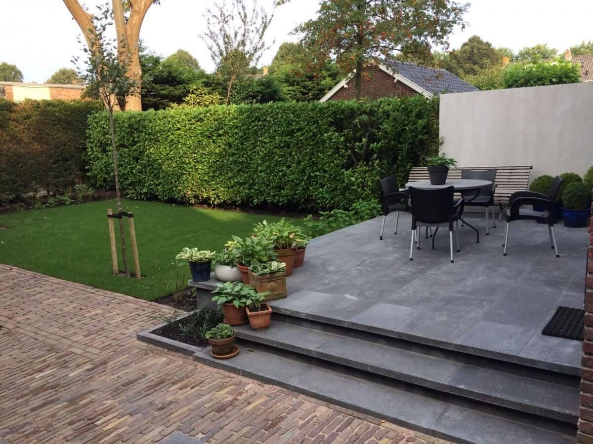 Tuinmuur beton tegels hovenier tuinaanleg Haarlem