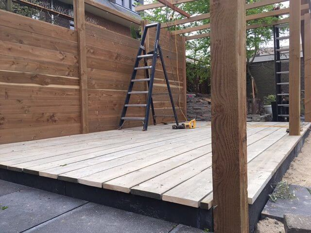 Hovenier tuinaanleg Amsterdam veranda hout