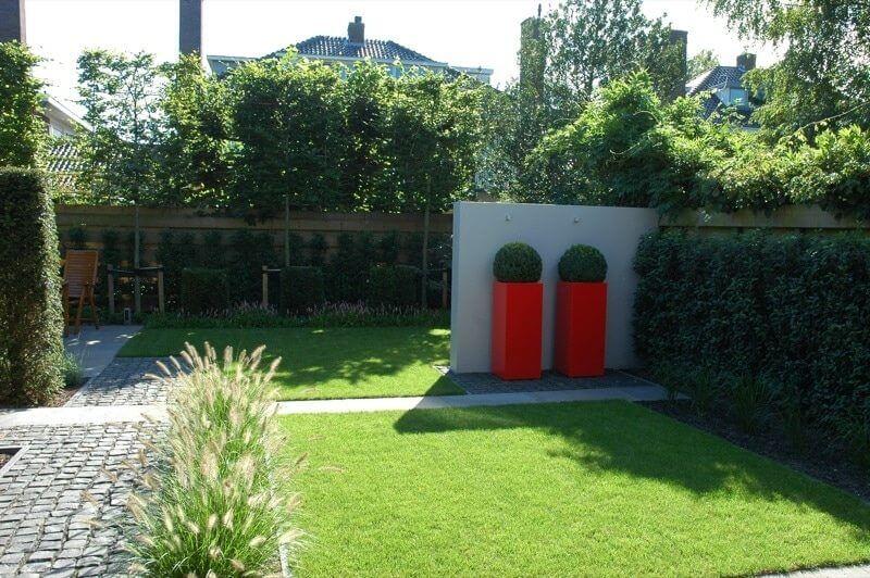 voortuin en achtertuin tuinontwerp Foske Groenendijk door hovenier tuinaanleg