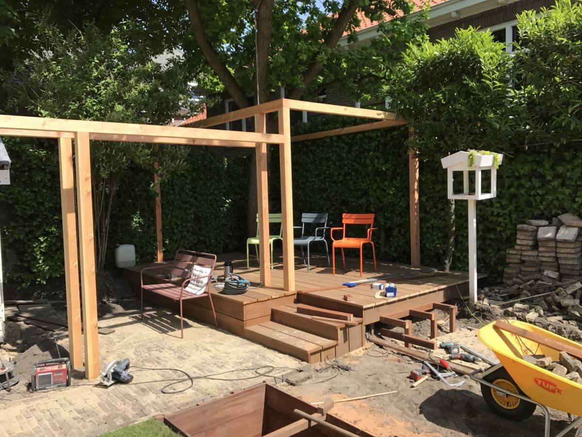 tuin met vijver vlonder aanleg buitenruimte terras hovenier